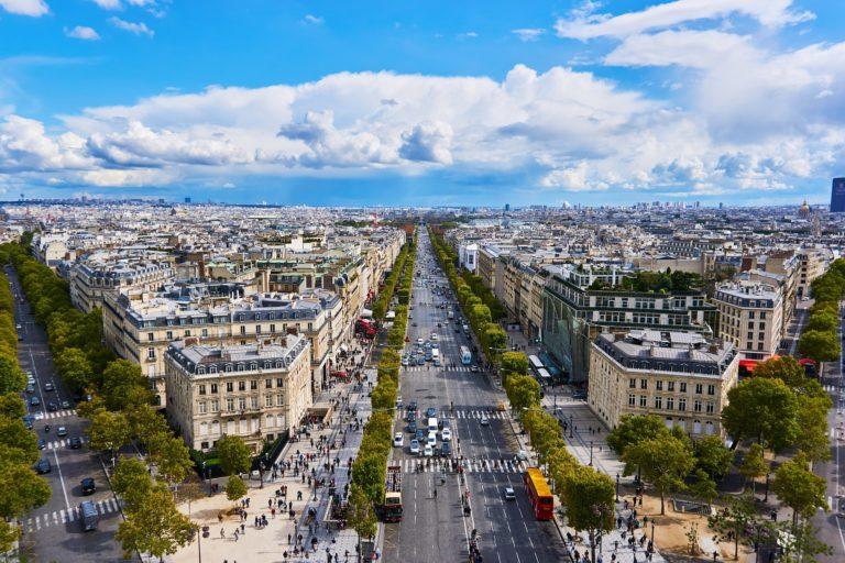 『シャンゼリゼ通り』フランス・パリの市内北西部