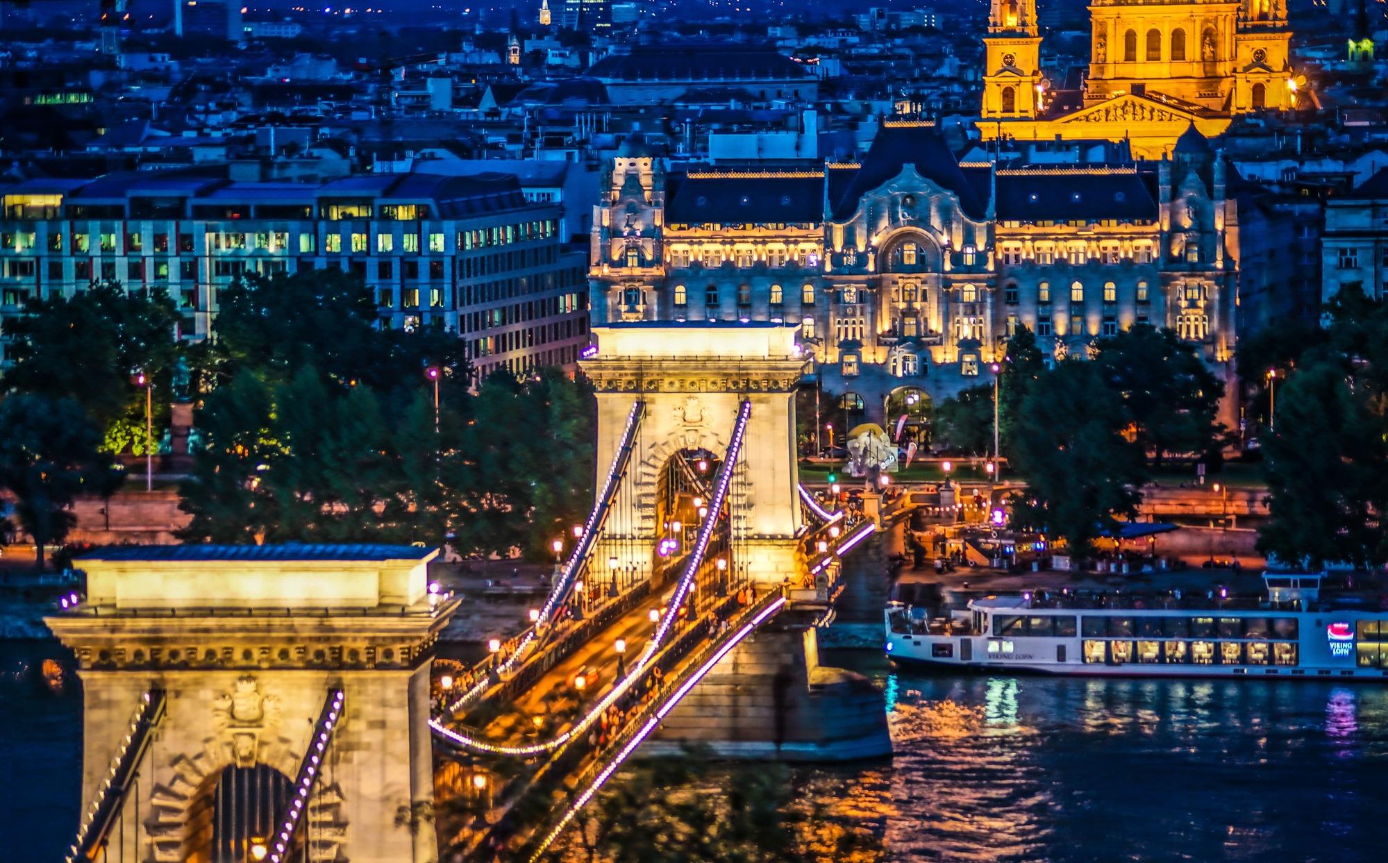 2020年1月『ブダペスト:ドナウ河岸とブダ城地区、アンドラーシ通り』