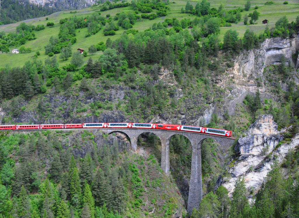 『アルブラとベルニナの景観とレーティッシュ鉄道』(イタリア共和国 及び スイス連邦)