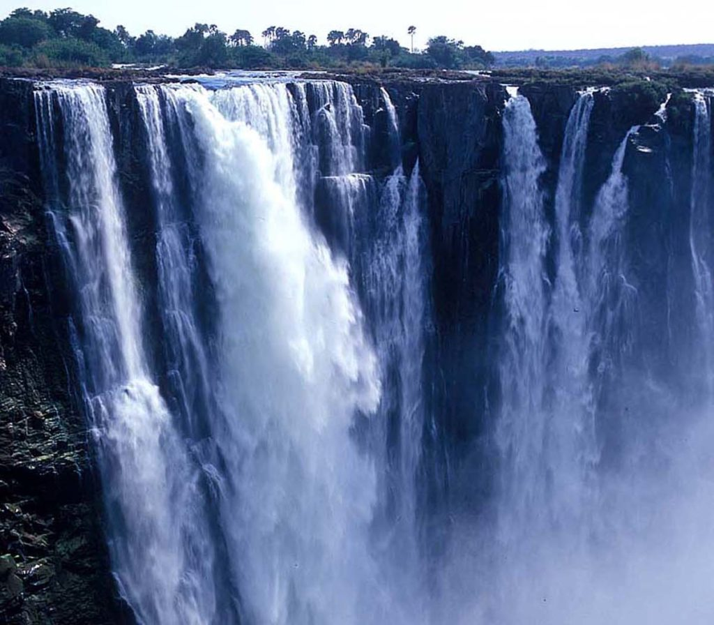 『ヴィクトリアの滝(モシ・オ・トゥニャ)』(ザンビア共和国/ジンバブエ共和国)
