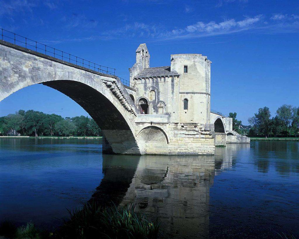 『アヴィニョンの歴史地区:教皇庁宮殿、司教の建造物群、アヴィニョンの橋』(フランス共和国)