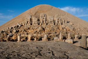 『ネムルト・ダーの巨大墳墓』(トルコ共和国)