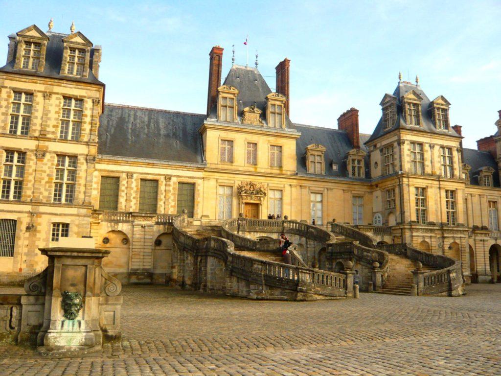 フォンテーヌブロー宮殿と庭園(フランス共和国)