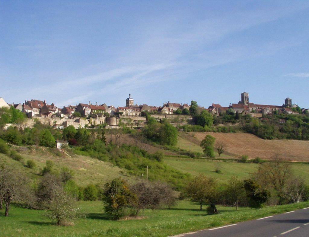 ヴェズレーの教会と丘(フランス共和国)