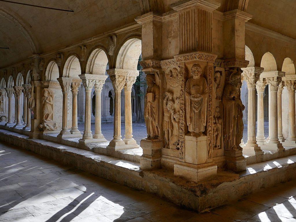 アルルのローマ遺跡とロマネスク建築(フランス共和国)