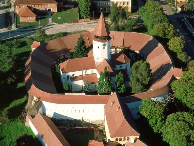 要塞教会のあるトランシルヴァニアの村落(ルーマニア)