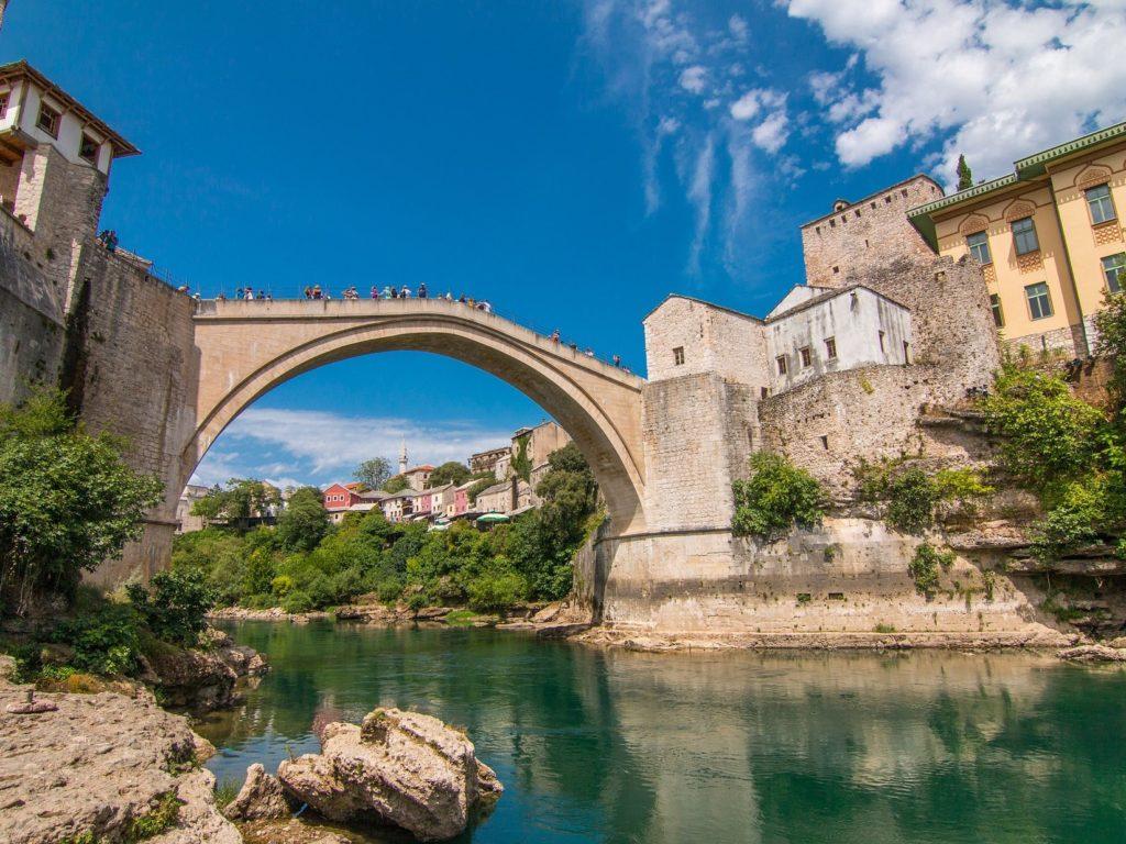モスタル旧市街の石橋と周辺(ボスニア・ヘルツェゴビナ)