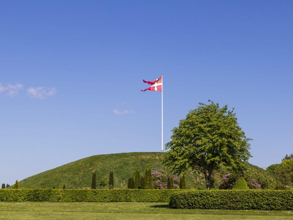 イェリング墳墓、ルーン石碑と教会(デンマーク王国)