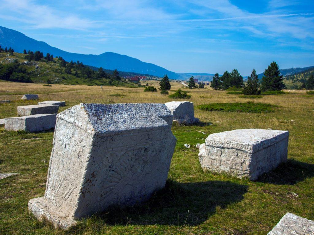 ステチュツィ:中世の墓碑の残る墓所 (クロアチア共和国/セルビア共和国/ボスニア・ヘルツェゴビナ/モンテネグロ)